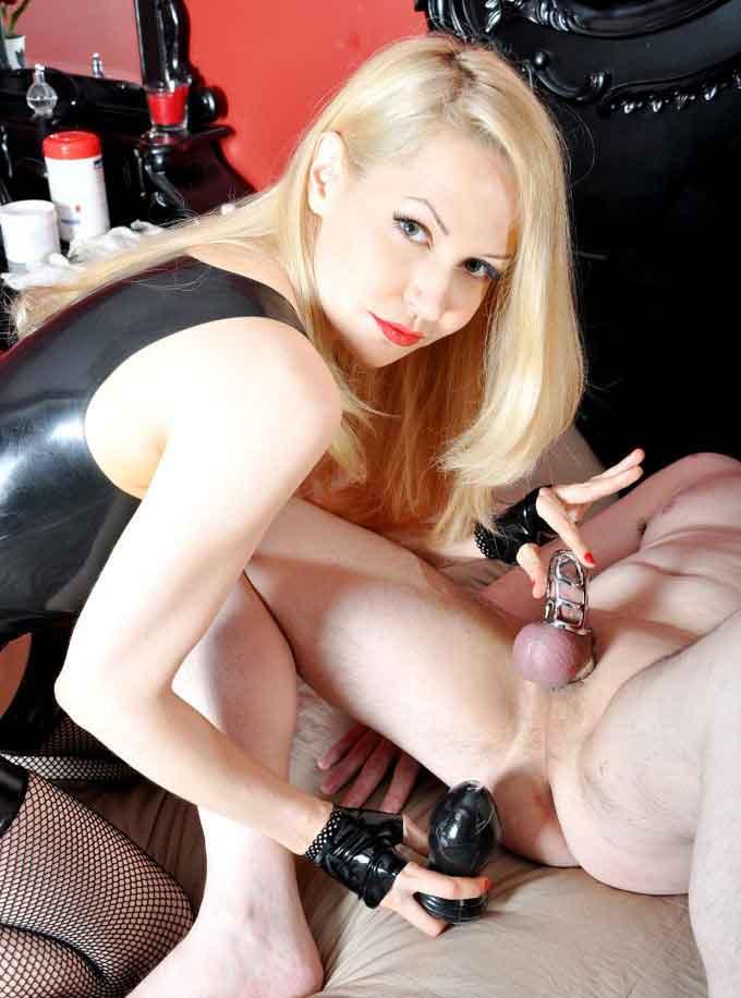 a mistress plugs a slave
