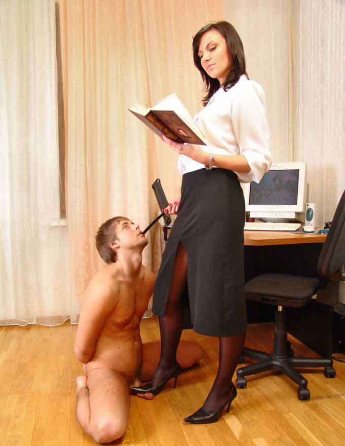 a mistress reading while a slave waits