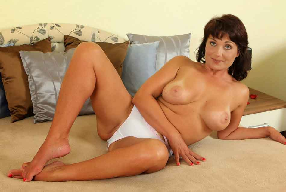 a naked mistress on the bed